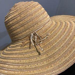 Floppy metallic straw hat